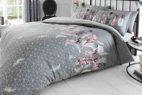 Groupon Goods Global GmbH - Feathers and Butterfly Duvet Set - Save 0%