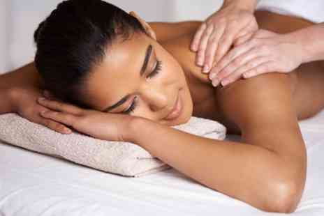 Reminisce Clinic - 30 Minute Back, Neck and Shoulder Massage - Save 40%