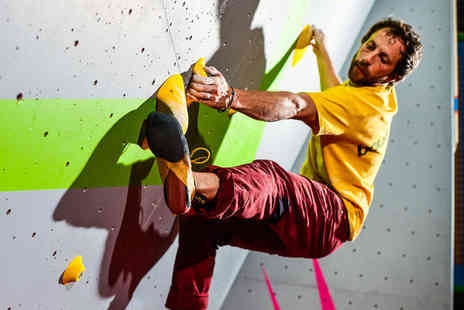Boulders - 80 minutes beginners climbing session for one - Save 47%
