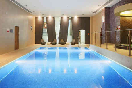 London Therapy 4 U - 2 hours luxury spa access for one person, choice of 25 minute treatment, a £10 voucher, refreshments and a glass of wine - Save 47%