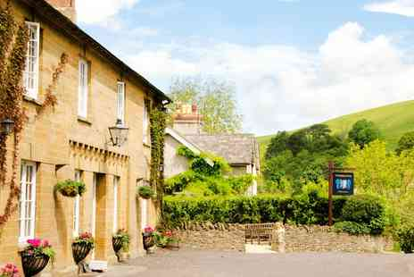The Queens Arms - Two nights Somerset stay with dinner and bubbly - Save 54%