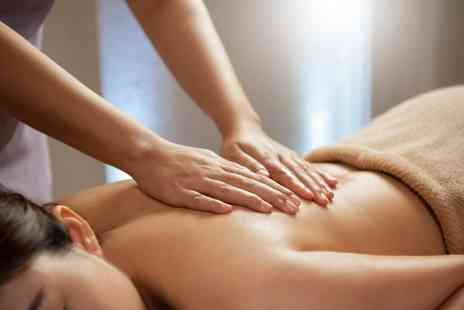 Wellness & Beauty Clinic - 30 minute massage and 30-minute reflexology - Save 65%