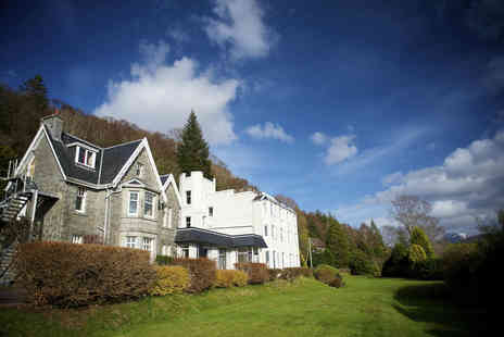 The Lodge On The Loch - Overnight Loch Linnhe stay for two with breakfast and 11.30pm late check out - Save 71%