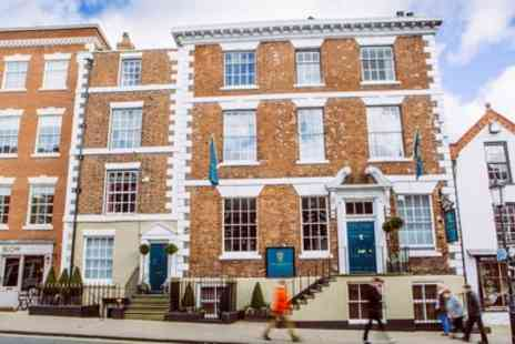 The Townhouse Hotel - Classic Room with Bubbly, Breakfast and Late Check Out - Save 36%