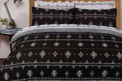 Groupon Goods Global GmbH - Pieridae Fashion Prints Reversible Duvet Set - Save 0%