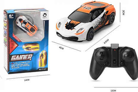 Arther Gold - Anti Gravity LED Remote Control USB Car Choose from 4 Colours - Save 33%
