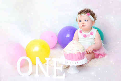 Glasgow Family Photography - One hour first birthday Cake Smash photoshoot - Save 89%
