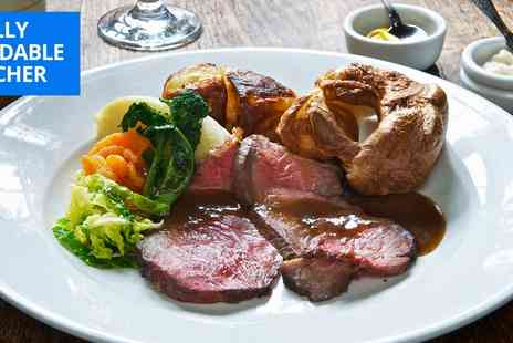 The Clock N8 - Sunday lunch with prosecco for 2 in Crouch End - Save 50%