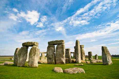 OMGhotels.com - A Wiltshire stay with breakfast and Stonehenge tickets - Save 0%