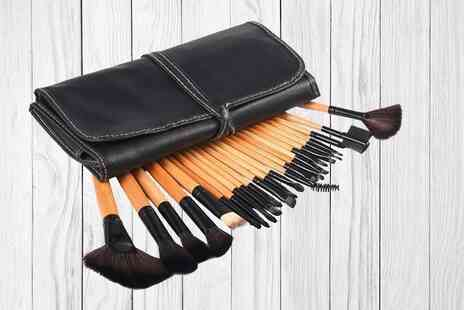 Forever Cosmetics - Set of 24 makeup brushes in Black or Natural Wood with a storage pouch - Save 75%