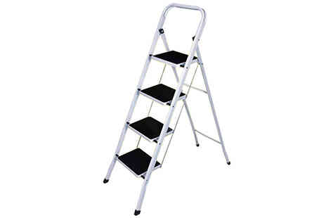 Direct 2 public - 3 or 4 Step Ladder With Non Slip Rubber Carpet - Save 34%