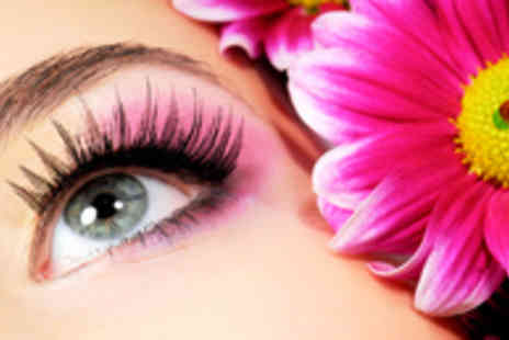 Buyitnowgifts  - Box of 10 Handmade Party Eyelashes - Save 87%
