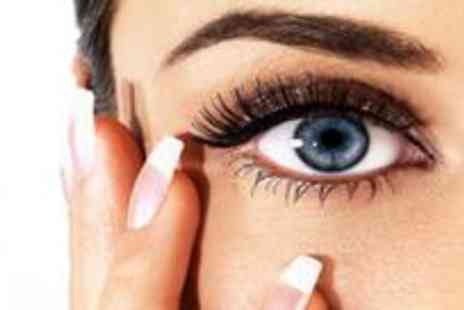 Fine Physique - Full set of semi permanent lashes plus an eyebrow wax and a brow and lash tint - Save 73%