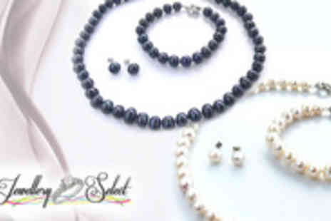 Jewellery Select - Dive into the ocean and discover your deepest desires with this classic freshwater pearl set - Save 90%