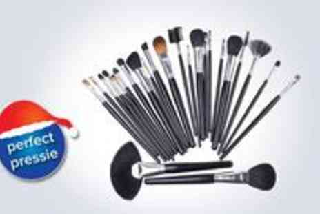 Bonarex - 24-piece make up brush set ensure you have the tools to create full-on festive glamour - Save 46%