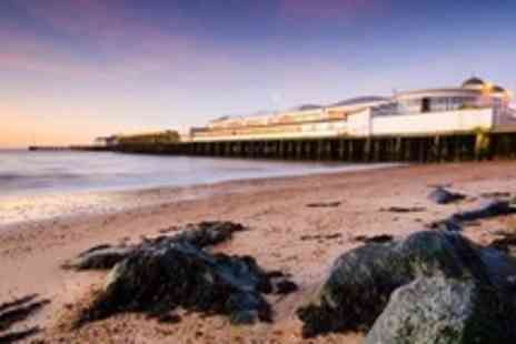 The Kingscliff Hotel - Two Night Stay For Two With Breakfast and Bottle of Wine - Save 51%