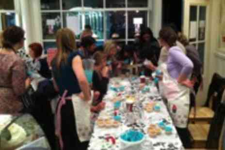 Sweet Revenge Bakery - Cupcake decorating class - Save 31%