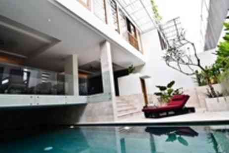 Villa Kayu Raja - 5 luxurious nights for 2 persons plus 60 min spa treatment - Save 60%