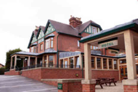 Staindrop Lodge - 1 Night stay for 2 including breakfast & bottle of house wine - Save 39%