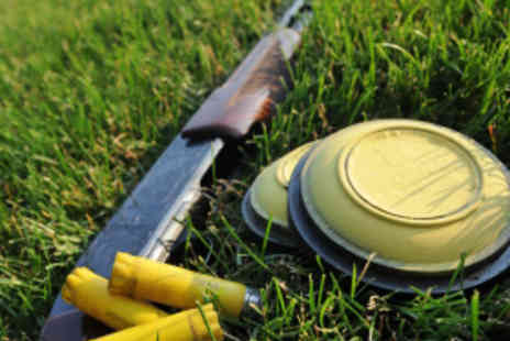 Central Scotland shooting school - Clay Pigeon Shooting with 40 Clays and Shells - Save 60%