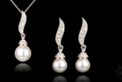 DK88 - 14K Gold Plated Element Pendant Necklace and Rhinestone Pearl Earring set - Save 83%