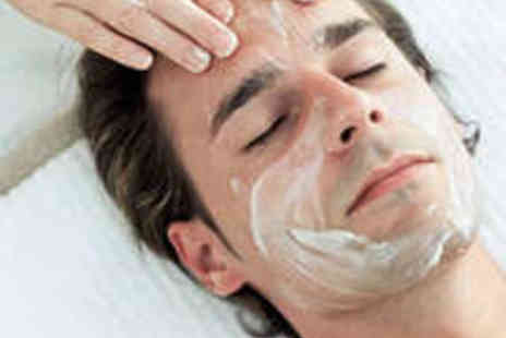 Jason Shankey - Grooming Session with Luxury Hot Towel Shave, Facial, Eyebrow Shape, and 125g Bottle of Scrub - Save 68%