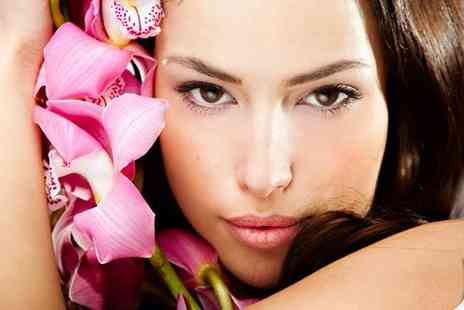 Looks and Lashes - Lash extensions and eyebrow wax and tint and eyelash tint - Save 70%