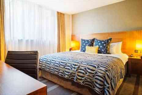 Apex Hotels - Central London Stay with Bottle of Prosecco  - Save 51%