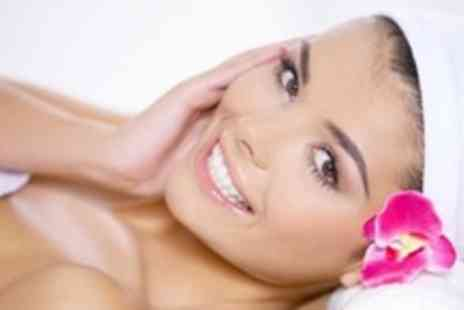 Sparkle Beauty Clinic - Three Microdermabrasion Sessions Ultrasonic Skin Scrubber - Save 86%