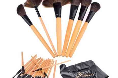 Bazaared - Luxury Set of 24 Makeup Brushes - Save 84%