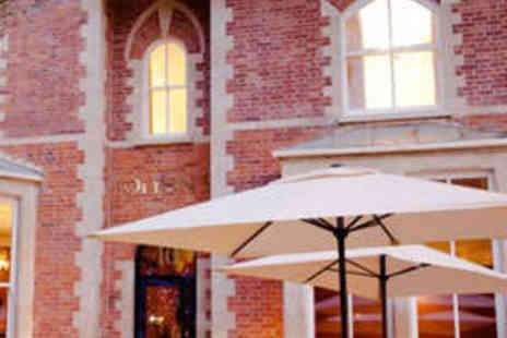Jolyons - Starter, Main and Glass of Prosecco for Two - Save 52%