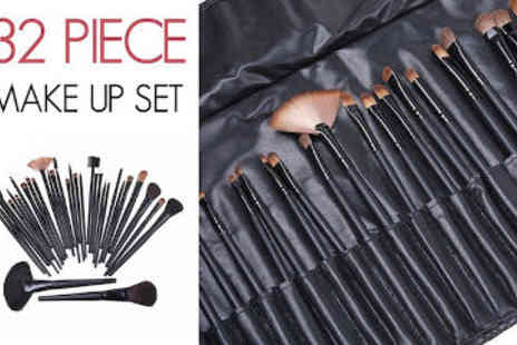 ChainzJewellery.com - 32 Piece Natural Hair Make-Up Brush Set with Leather Case - Save 78%