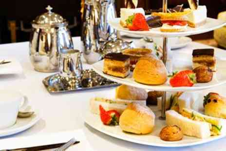 Carmina y Lancelot - Champagne Afternoon Tea for 2 - Save 47%