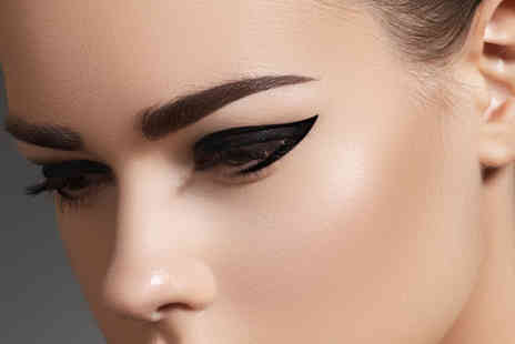 Oliver Smith Clinic - Brow wax tint & semi permanent eyelash flicks - Save 71%