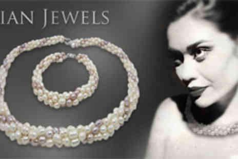 Cian Jewels - Deluxe freshwater pearl necklace and bracelet set - Save 80%