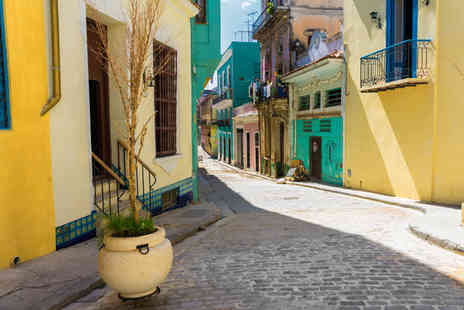 On The Go Tours - An 8 day guided tour of Cuba including accommodation, 2nts in Havana and more - Save 30%
