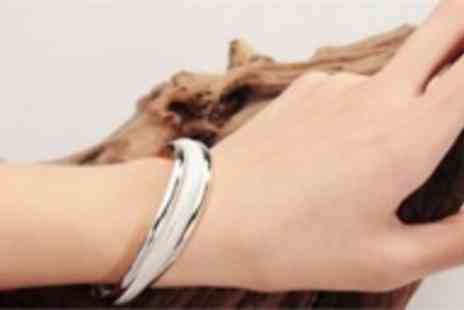 Chainz Jewellery - An elegant sterling silver bangle - Save 86%