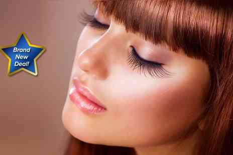 Jackie & Co - Full set of eyelash extensions and eyebrow shaping - Save 77%