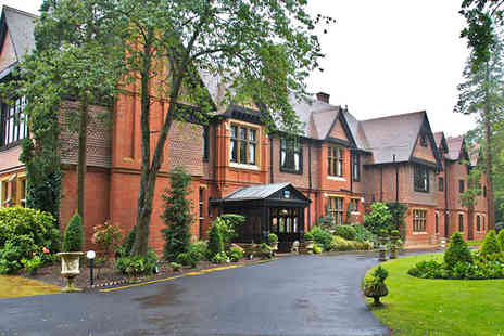 Stanhill Court Hotel - One nt break for 2 inc. breakfast & 3 course meal - Save 43%