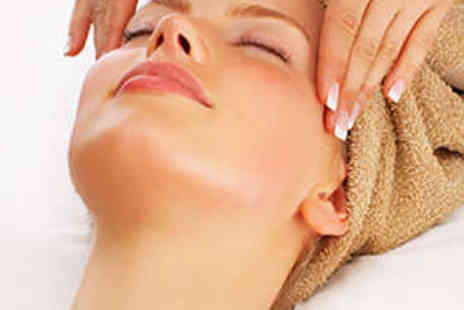 Salon 1927 - Deluxe Facial with Eyebrow Shape - Save 73%