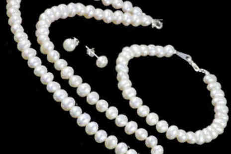 Oodlebee - Three Piece Freshwater Pearl Jewellery Set Including Earrings - Save 84%