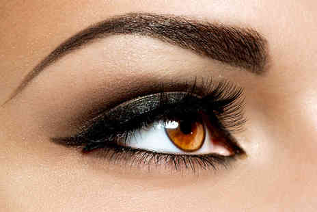 The Beauty Box - An Eye package including eyelash tint, eyebrow tint and brow threading - Save 45%