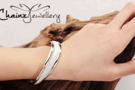 ChainzJewellery.com - Stunning Silver Plated Bangle - Save 83%