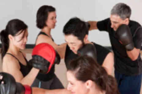 London Kickboxing - Six 1½ Hour Kickboxing Classes - Save 84%
