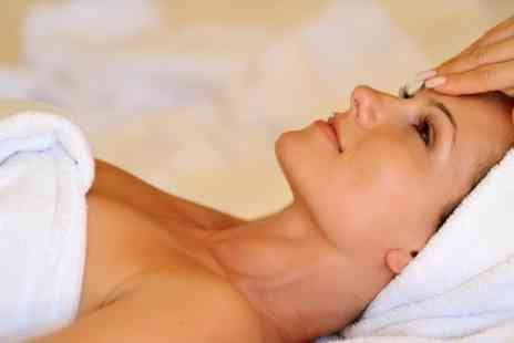 Clinic Beauty - Facial With Luxury Mask - Save 58%