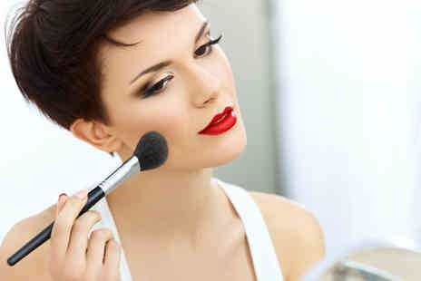 Gloss Academy - Do your make up like a professional with this Make up Masterclass - Save 87%