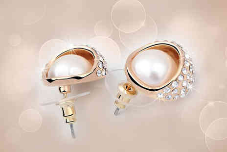 AMA Gifts - Get these classy & glamorously unique designed pearl earrings - Save 93%