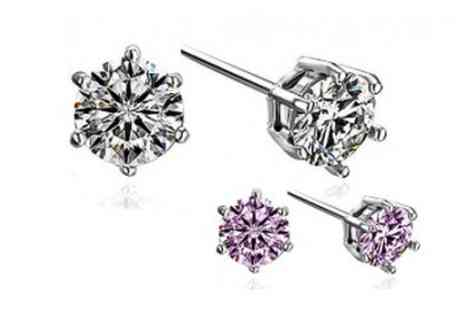 Guccinara - Two pairs of Swarovski Element solitaire earrings - Save 99%