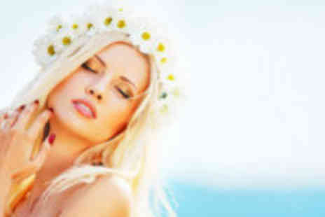 Guise & Dolls - Full body Xen spray tan and Gelux nails - Save 73%