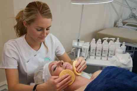 White Rose Beauty College - 36 week Level 2 Beauty Therapy NVQ - Save 63%